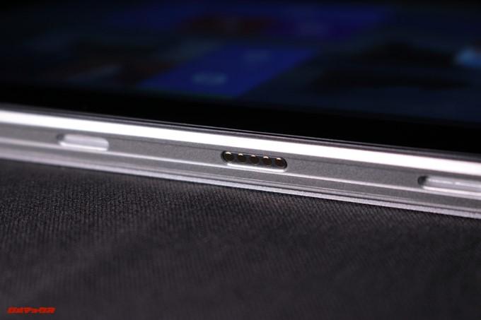 Jumper EZpad 6 Plusのディスプレイ下部にはキーボードをドッキングする端子が備わっています