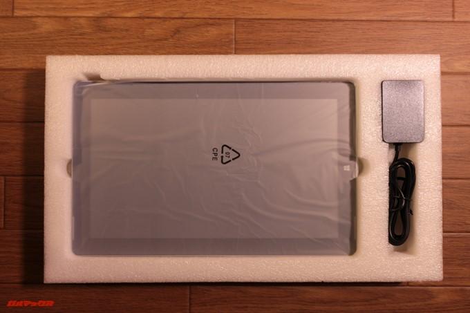 Jumper EZpad 6 Plusは海外からの輸送となるのでしっかりした梱包は好印象です