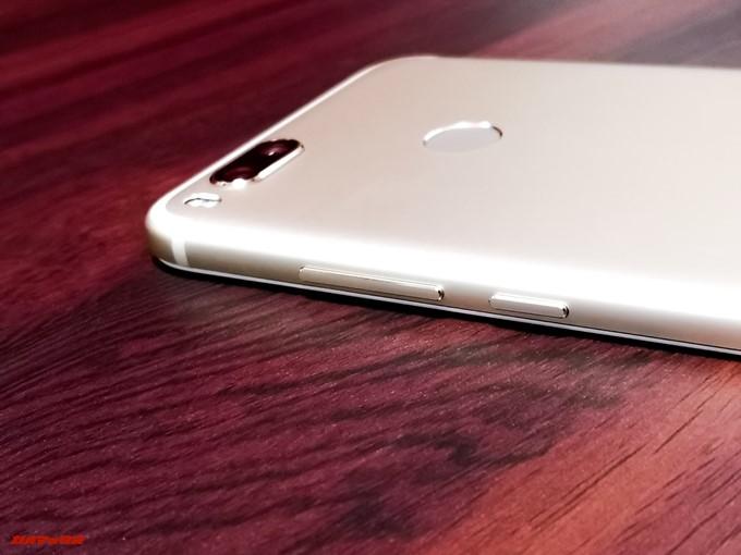 Xiaomi Mi 5Xの側面にはボリュームキーや電源ボタンが並んでいます