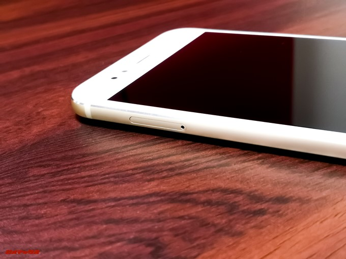 Xiaomi Mi 5XのSIMトレイは2枚のSIMを挿入可能となっています