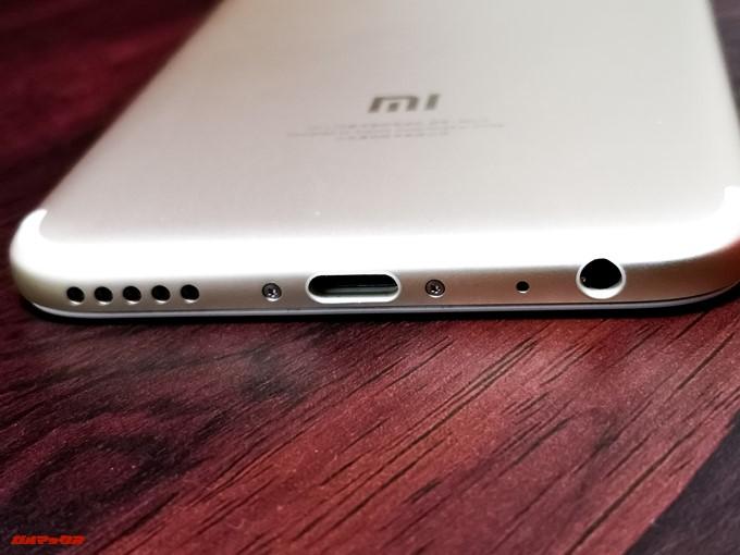Xiaomi Mi 5Xの底面にはUSB Type-Cとスピーカー、イヤホン端子が備わっています。スピーカーはモノラルです