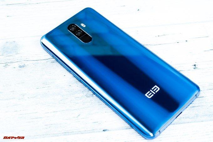 Elephone U Proの背面は流体の様な非常に美しい背面です