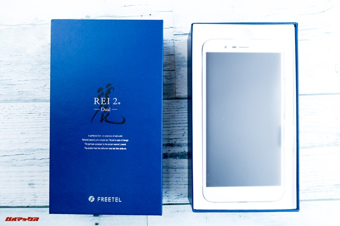 FREETEL REI 2 Dualの外箱はお弁当箱タイプの箱