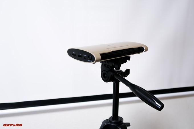 JMGO M6 Portable DLP Projectorを自宅で利用するなら三脚を持っていた方が調整しやすくて良い