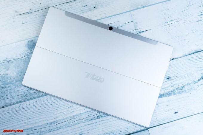 T-bao X101Aの背面には大きくT-BAOのロゴが入っています。