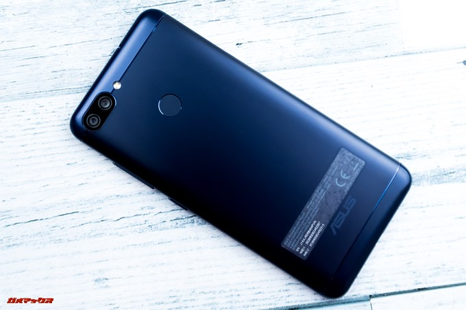 ZenFone Max Plus (M1)の本体背面はメタル素材で高級感が高い印象でした