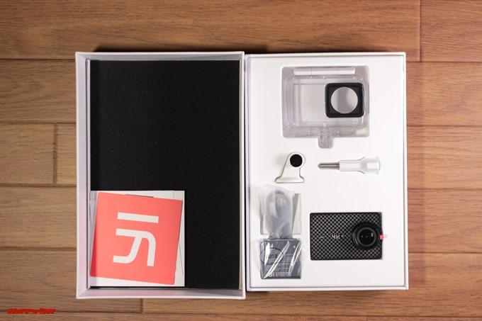 yi 4K+の内箱は製品の形に型どられており運輸時の衝撃から守ってくれます