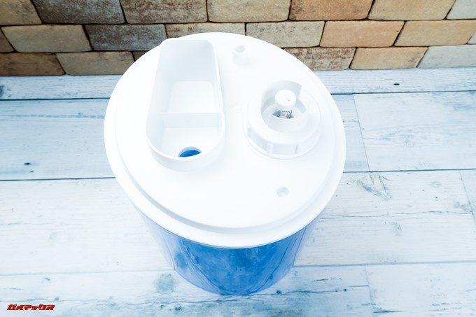 TENKERの加湿器はタンク裏に給水口が備わっています。