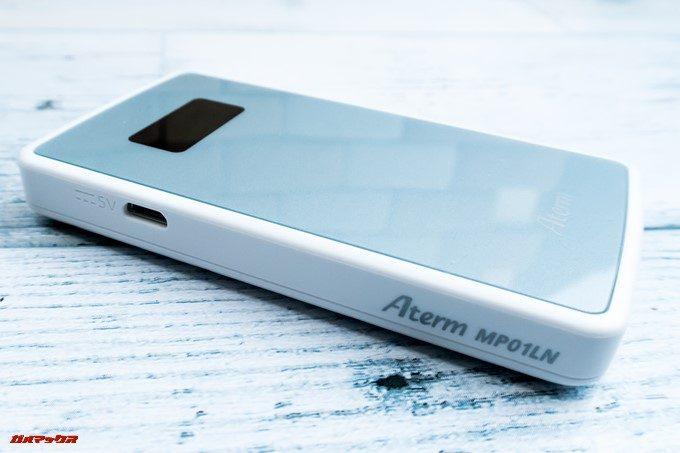 Aterm MP01LN本体にはMicroUSB端子が備わってます。充電用です。