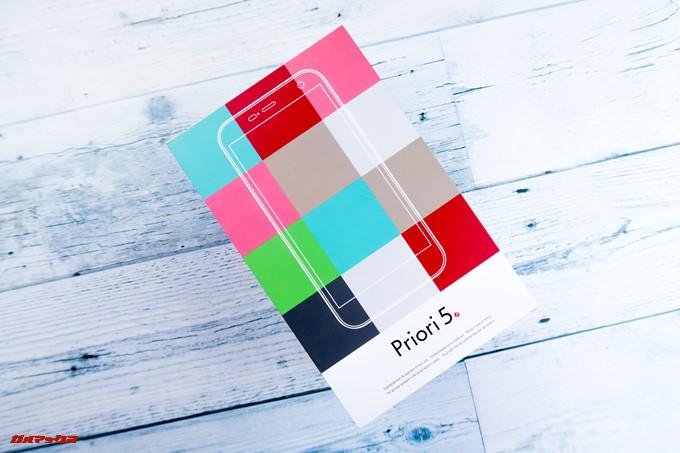 FREETEL Priori 5の外箱はポップでカラフルな可愛らしいデザインでした。