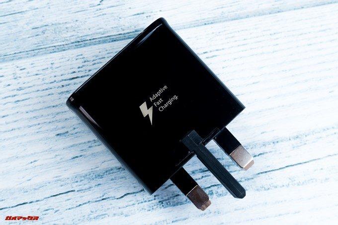 Galaxy S9とGalaxy S9の海外版に付属している充電器は残念ながら日本のコンセントに差し込めない形状です。