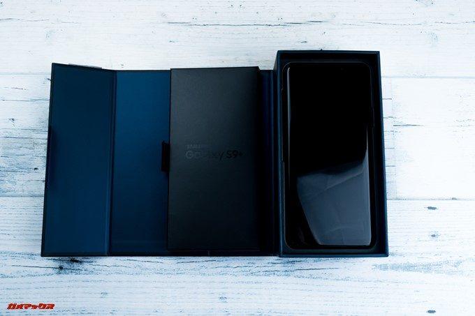 Galaxy S9とGalaxy S9の海外版は書類の入っているボックスを取り外すと本体とご対面。超カッコイイです