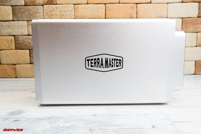 TerraMaster F2-220はアルミ媒体で熱の対策も万全