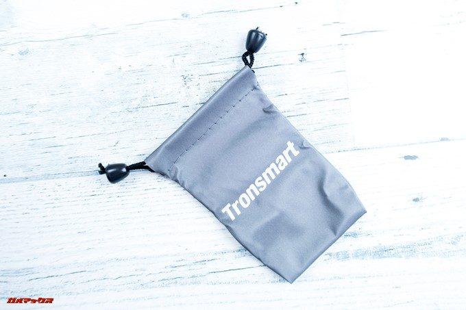 Tronsmart Flairには便利な持ち運び用のポーチが入っています。