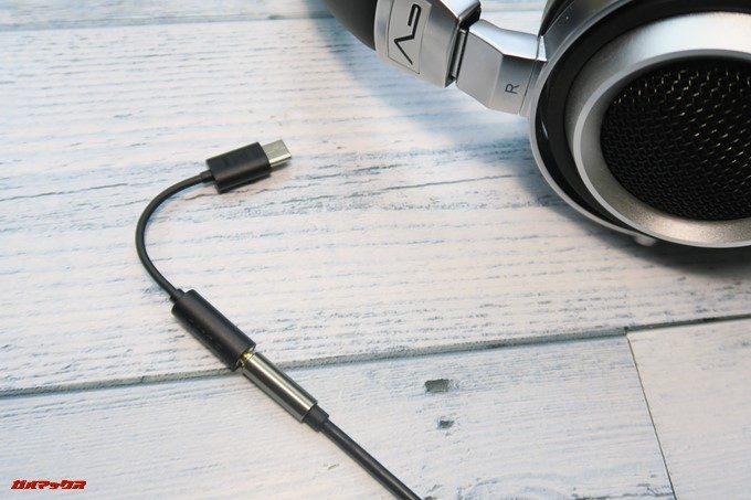 有線イヤホンを端末に接続するためのアタッチメント・Xperia XZ2とXZ2 Compactにはイヤホンジャックが備わっていないのです。
