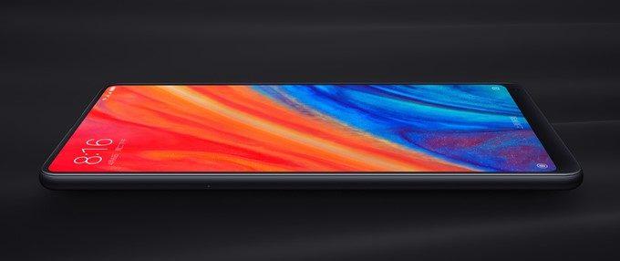 Xiaomi Mi Mix 2Sは5.99型のディスプレイを備えながらも超持ちやすい形状。