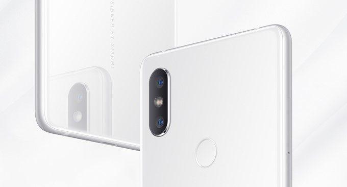 Xiaomi Mi Mix 2Sはダブルレンズカメラを背面に備えています。デザインはiPhone Xに非常によく似ています。