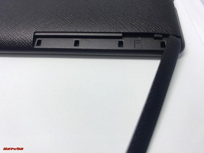 microSDスロットはアクセスが容易。