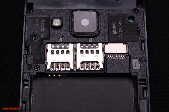 VKworld T2 PlusのSIMスロットは2枚のSIMと1枚のMicroSDが入ります