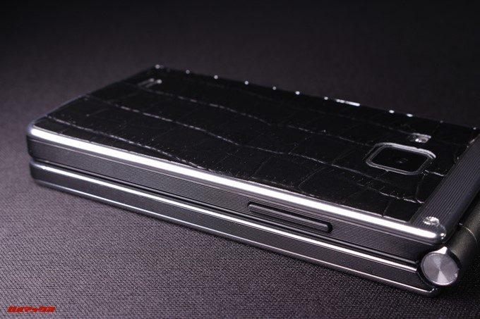 VKworld T2 Plusは側面にボリュームキーが付属しています。