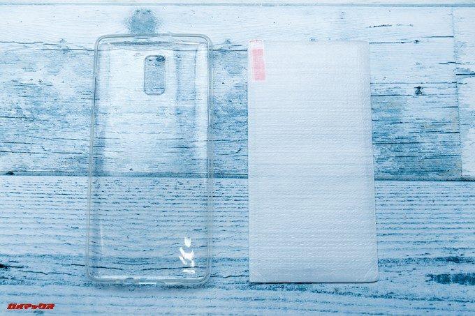 KOOLNEE K1 Trioには保護ガラスと保護ケースが付属しています。
