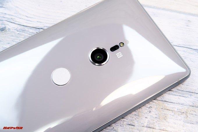 Xperia XZ2の背面はガラス素材で光沢が有る