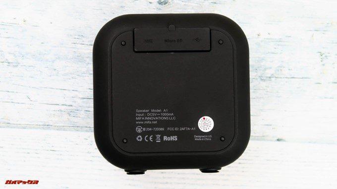 MIFA A1は防水仕様なので端子はカバーが付いています。