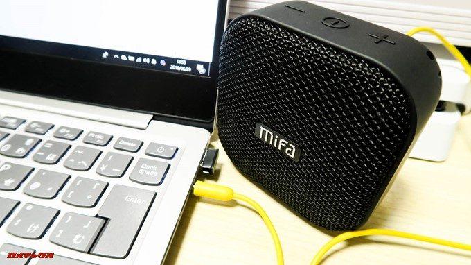 MIFA A1は有線接続入力で他機種の音源を流すことが出来ます。