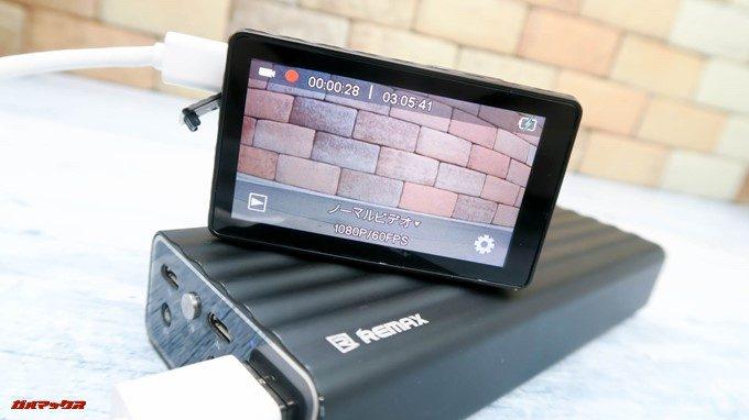 TEC.BEAN T3は充電しながら撮影が可能です。
