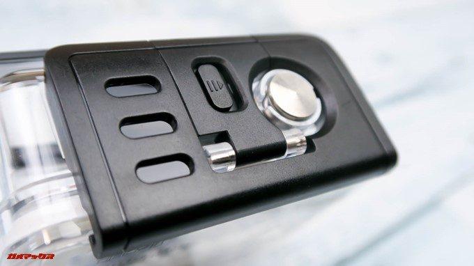 TEC.BEAN T3に付属する防水ケースはロック機構が備わっているので水中で誤って開くことはありません。