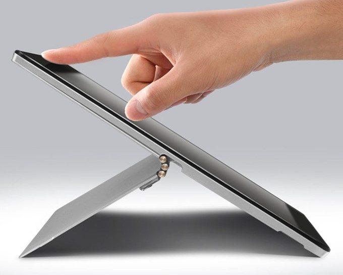 VOYO i8 Maxのスタンドはシャフト式で無段階調整が可能となっています。