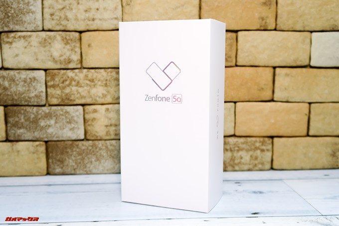 ZenFone 5Q/lite/Selfie(ZC600KL)の外箱は真っ白なパッケージです。