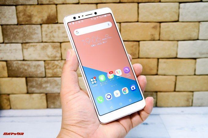 ZenFone 5Q/lite/Selfie(ZC600KL)は18:9ディスプレイを搭載しており横幅がスリムなので持ちやすいです。