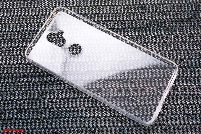 ZenFone 5Q/lite/Selfie(ZC600KL)にはソフトタイプのケースが付属しています。