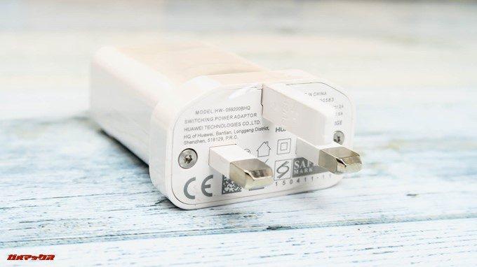 Huawei P20 liteの充電器プラグは日本のコンセントに挿すことの出来ない形状でした。