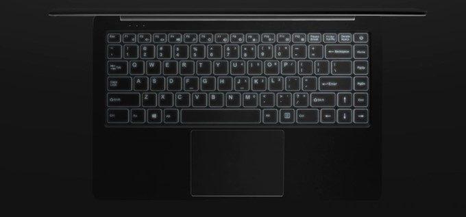 Jumper EZ BOOK X4のキーボードはバックライトで光ります。