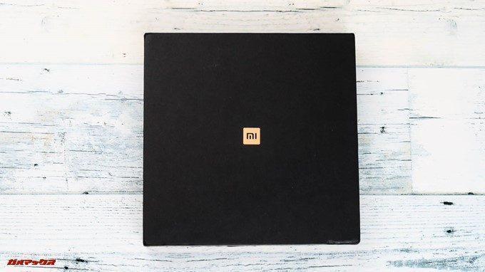 Xiaomi Mi Mix 2Sの化粧箱はブラックでゴールドでロゴが入っているカッコいい化粧箱でした。