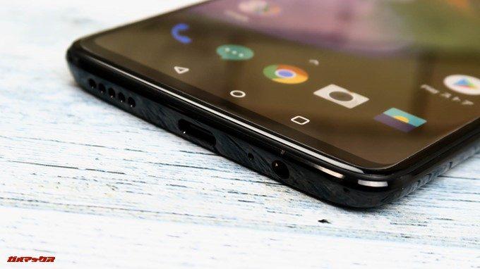 OnePlus 6の本体下部にはUSB Type-Cの端子が備わっています。