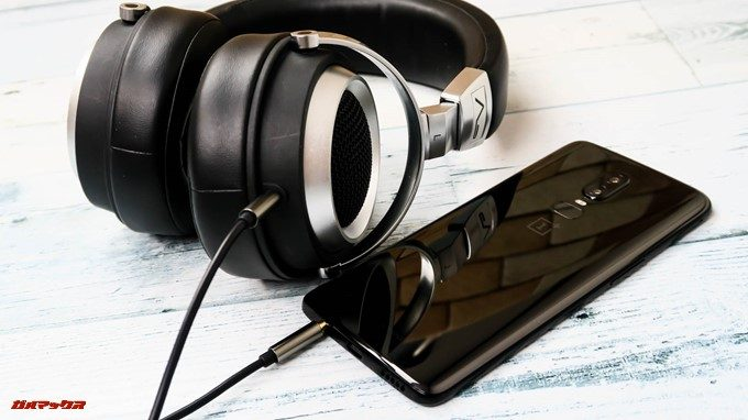 OnePlus 6は有線イヤホンやヘッドホンを利用できる3.5mmのイヤホンジャックが備わっています。