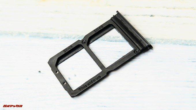 OnePlus 6のSIMトレイは防水仕様のパッキン付きとなっていました。
