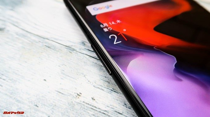 OnePlus 6の本体左側にはボリュームキーが備わっています。