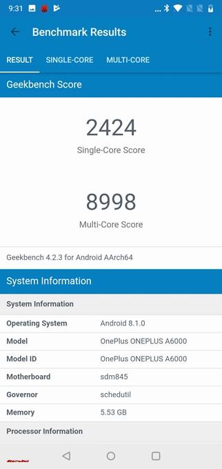 Geekbench 4はシングルコア性能が2424点、マルチコア性能が8998点でした!