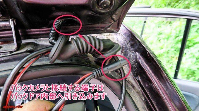 GoSafe S36G1のバックカメラと接続するケーブルはバックドア内部へ
