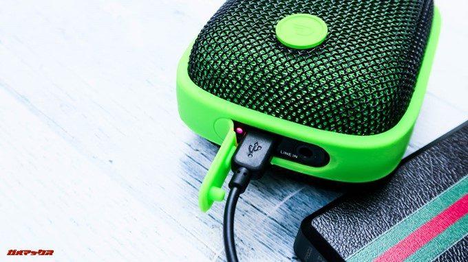 Bubble Podsは充電中もBluetooth接続して利用できます。