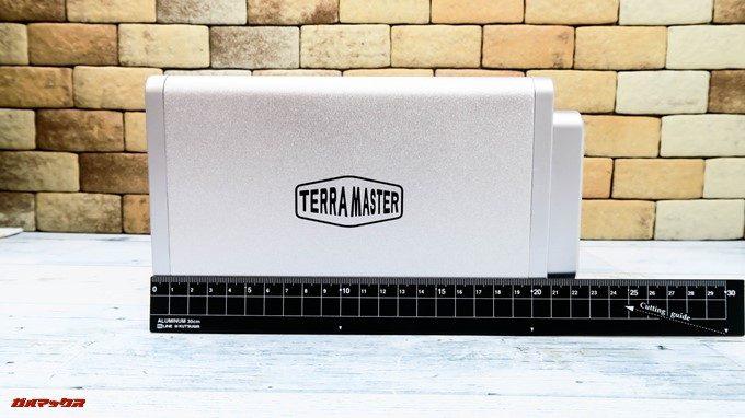 TerraMaster F4-220の奥行きは22.5mmです。