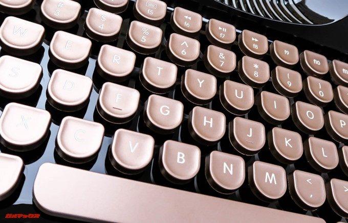 Rymek Bluetoothメカニカルキーボードのキートップは金属のような質感
