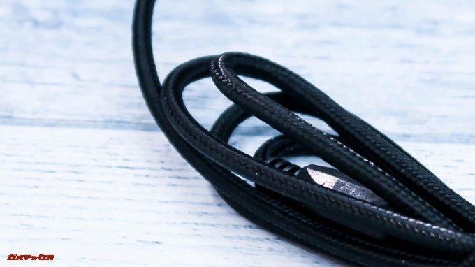 ONIKUMAゲーミングヘッドセットK5のケーブルは布巻きで剛性の高いタイプ