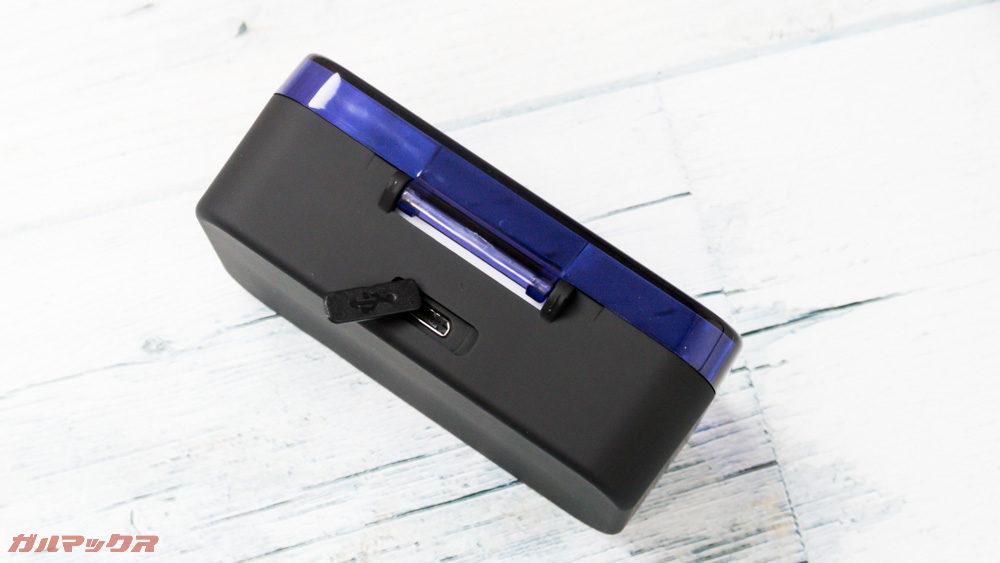 Lesoom T1のケースは背面に充電端子が備わっています。
