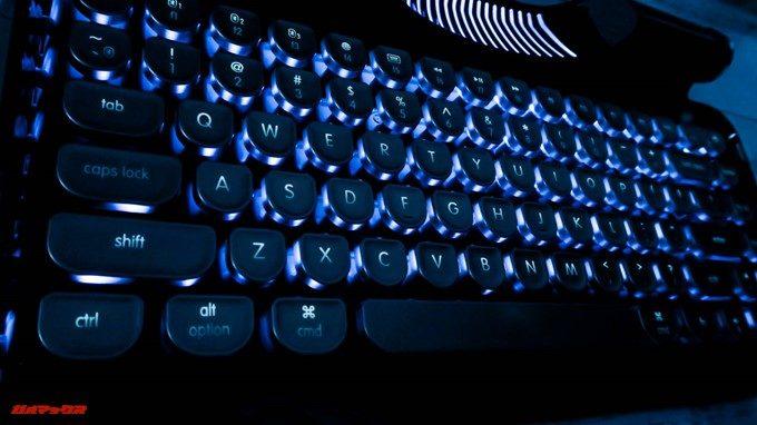 Rymek Bluetoothメカニカルキーボードはバックライト付きで暗所でも視野性が良いです。