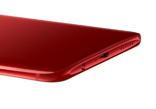 OPPO R15 Proはイヤホンジャックが搭載されています。